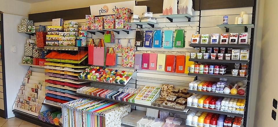Arredamento e mobili per cartolerie librerie tabaccherie for Immagini librerie d arredamento