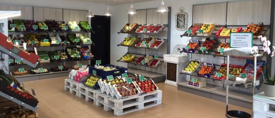 Arredamento negozi alimentari e ortofrutta supino for Negozi mobili online
